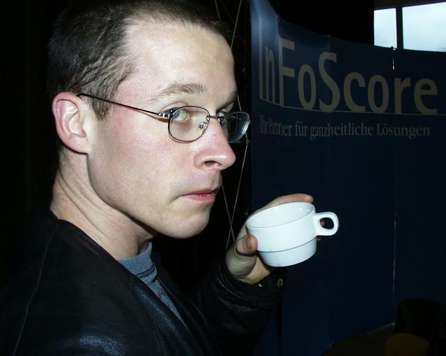 IM Schwarz mit Kaffee.jpg