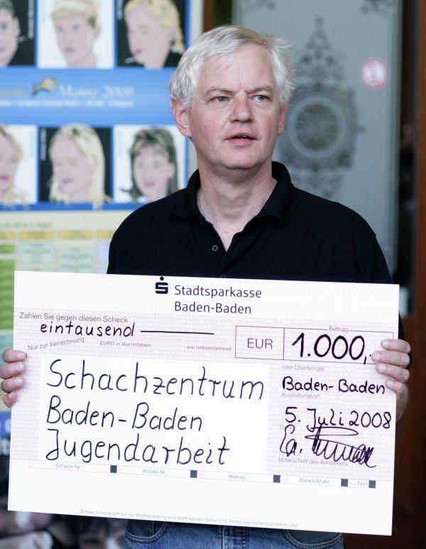 1000eur-spende-stadtsparkasse-schachzentrum.jpg